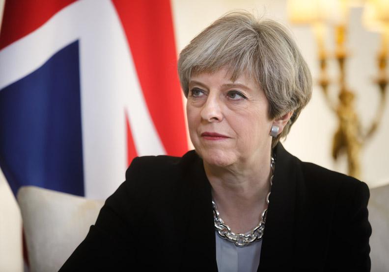 英國「脫歐表決」緊急踩煞車,梅伊到底玩哪招?