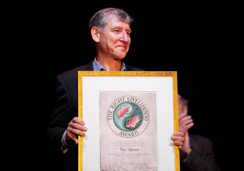 他花30年的時間,用2.4億棵樹復甦600萬公頃荒地
