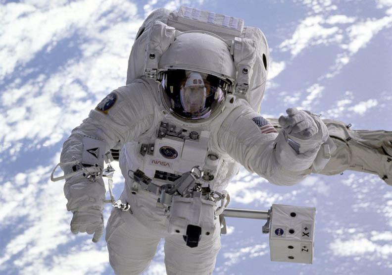 太空人的健康隱憂:不只是骨質流失…