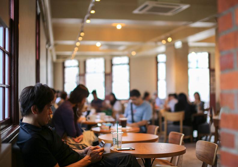 為什麼在咖啡廳工作效率高?科學家證實「這個」增加生產力