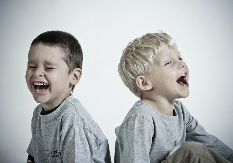 孩子好人緣的根基:學會「體貼」的幽默感