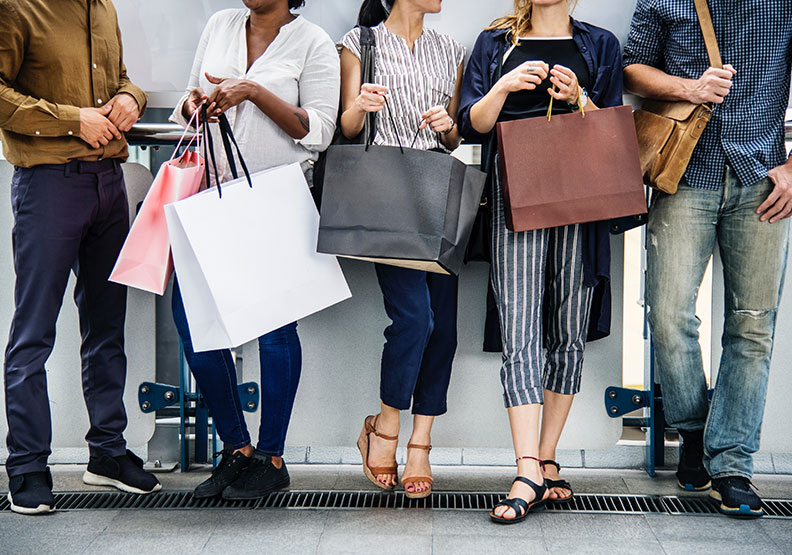 從心理學來解釋!為什麼結伴逛街,就會失心瘋消費?