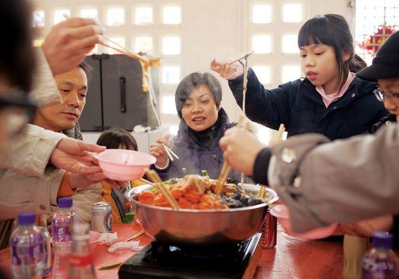 團圓沒那麼簡單!5大無法吃年夜飯的辛苦職業