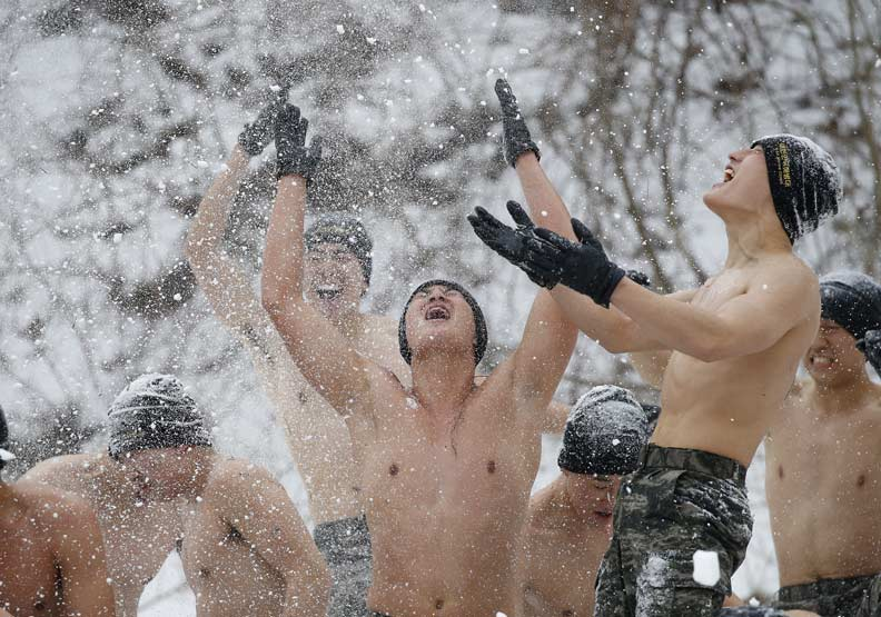 為什麼南韓役男怕當兵?這些「敵人」比北韓還恐怖