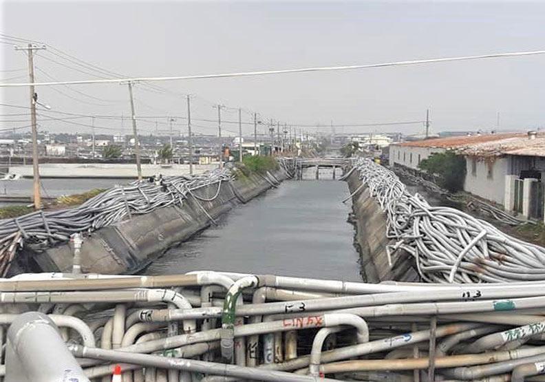 「水管牆」奇觀就在屏東!綿延數公里、最高達2公尺