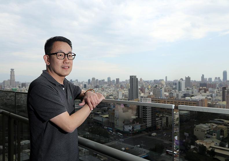 隨公司拓點移居港都 新加坡籍莊劍偉樂當高雄人