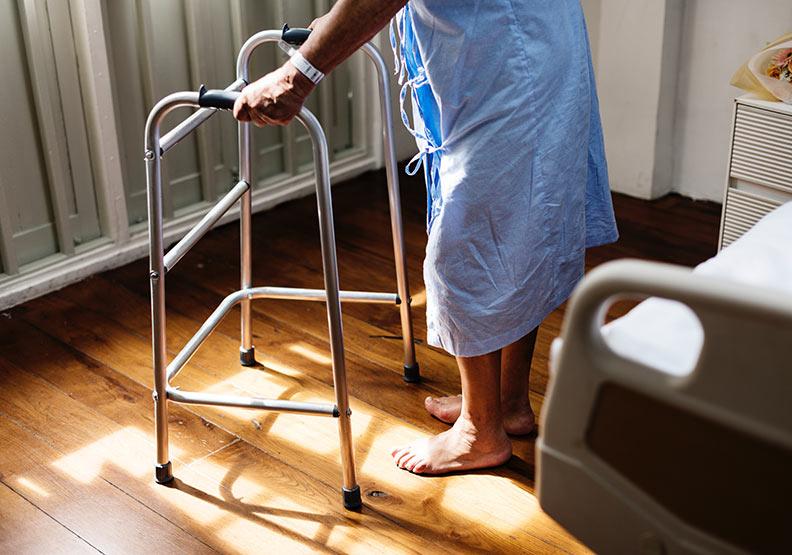 〈阿嬤的傷口〉:安寧醫療不是治癒,而是平穩地踏過生死線