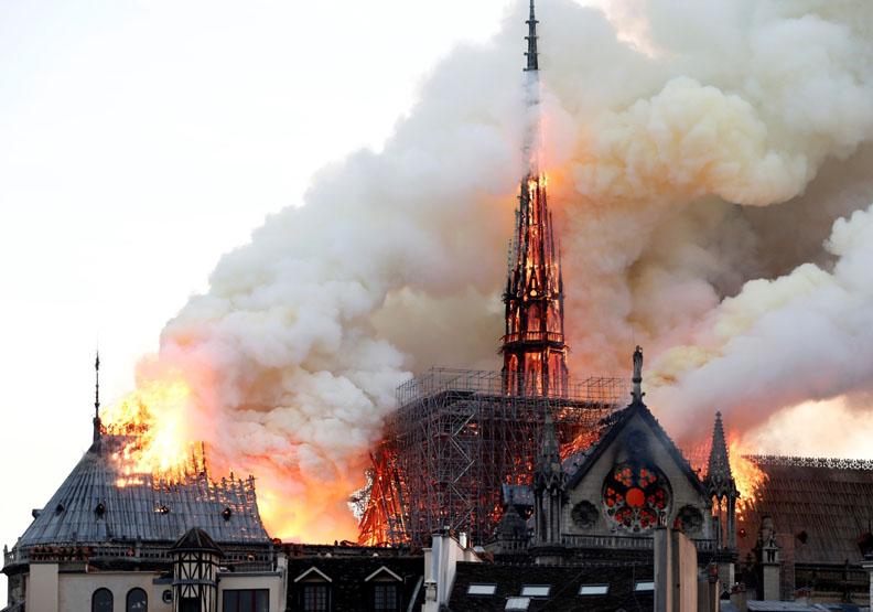 一場大火燒出法國人的淚!巴黎聖母院波折不斷的苦難史