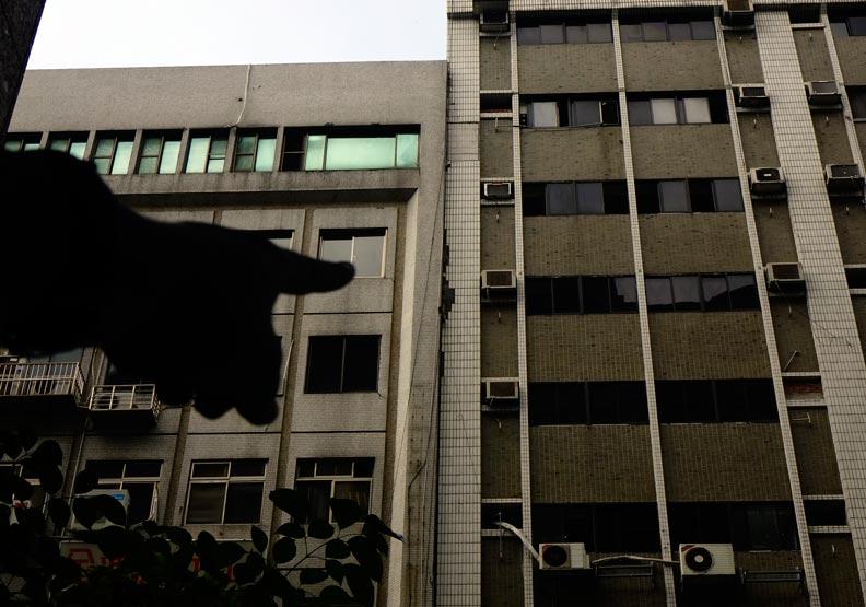 北市長安東路大樓「微」傾,撤離全部住戶商家
