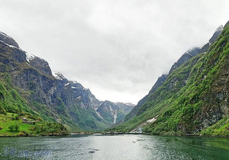 穿越200多條隧道、300多條橋!挪威縮影峽灣全攻略