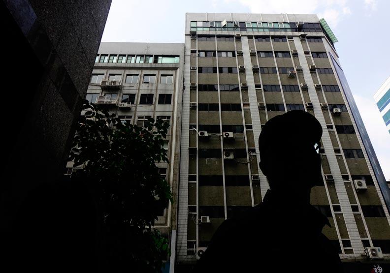 從長安東路大樓傾斜,看見台北的30年危老屋都更危機