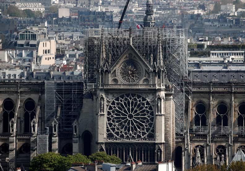 為何富豪搶著資助巴黎聖母院重建,讓法國民眾格外憤怒?