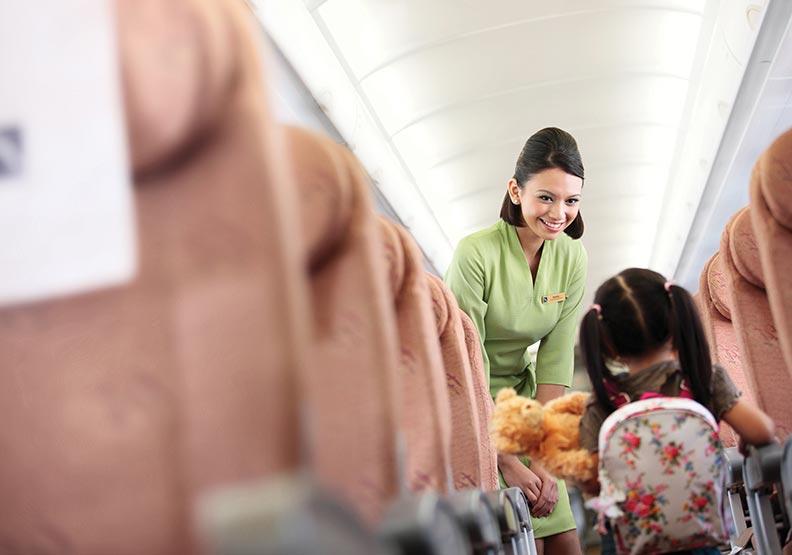 飛機異常時,空服員在做什麼?