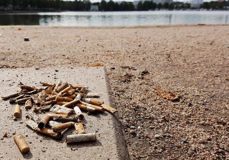 菸蒂不會自然分解!研究證實:它成了最汙染大海的主要垃圾