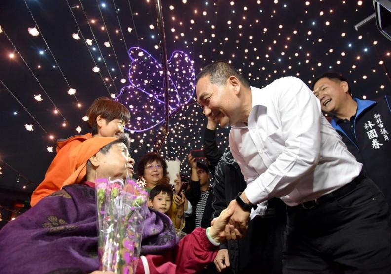 新北江翠蝴蝶公園花海光雕展獲好評 展期延長至6月2日