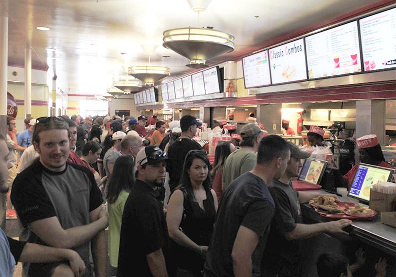 傳奇速食店:看起來很一般,裝潢也老舊,到底有什麼特別?