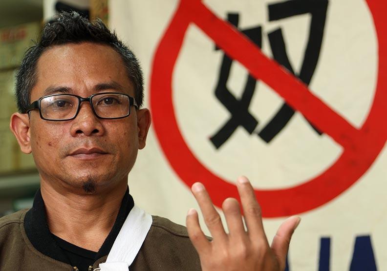 印尼工慘遭斷掌削指:我只能打官司打到底!