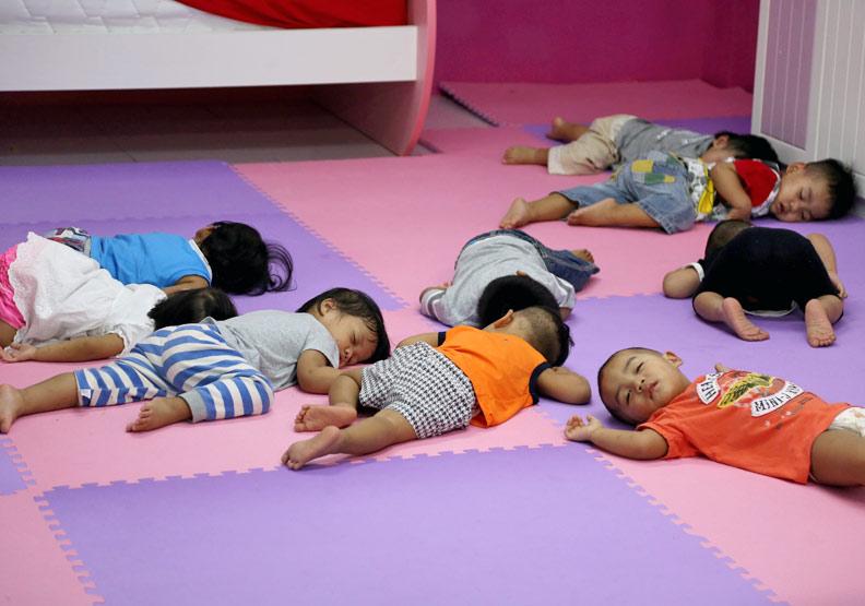 女移工未婚生子、棄嬰 2000名「黑寶寶」見不得光