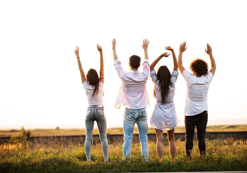 朋友的多寡和是否感到孤單,只有輕微的相關。取自shutterstock