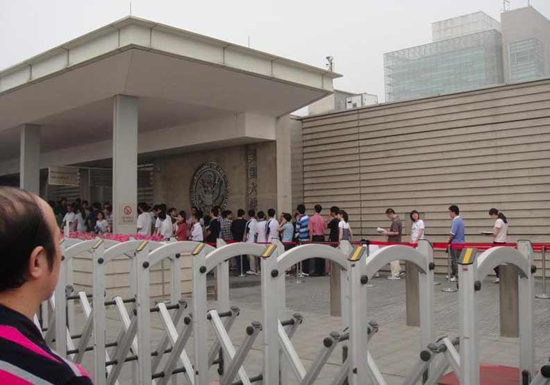 愛罵又想去...為申請美簽,許多中國網友閉口不罵美國