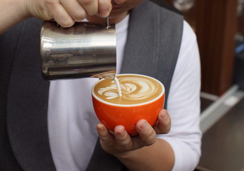 喝咖啡會骨鬆、牙齒變黃?為你破解 6 個咖啡迷思