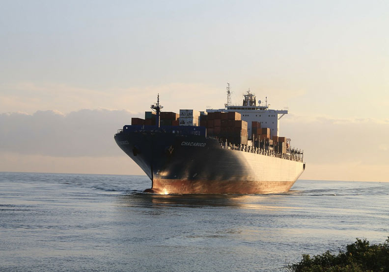 阿曼灣多起油輪遭擊沉!分析師:伊朗不留開戰證據給美國