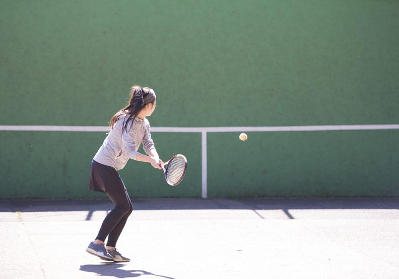 法網結束球拍別急著收,研究:網球最能延年益壽