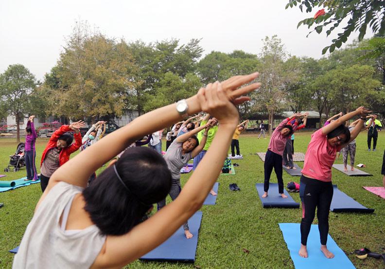 類風濕性關節炎患者看過來!印度研究:勤練瑜珈有助鎮痛解鬱