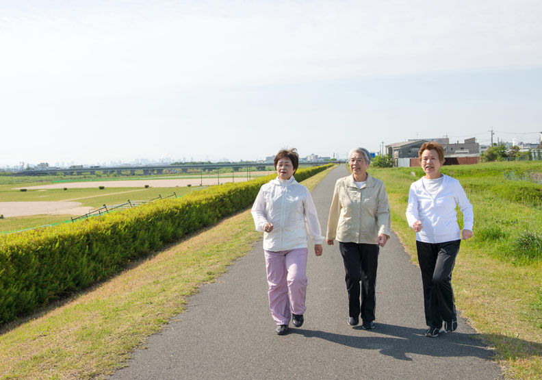 年長女性每天只需步行4400步,死亡風險就能降四成