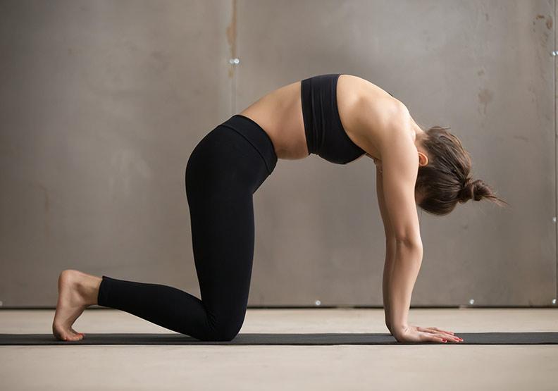 子宮後傾讓生理期腰痠又痛,中醫:做 2 動作緩解不適