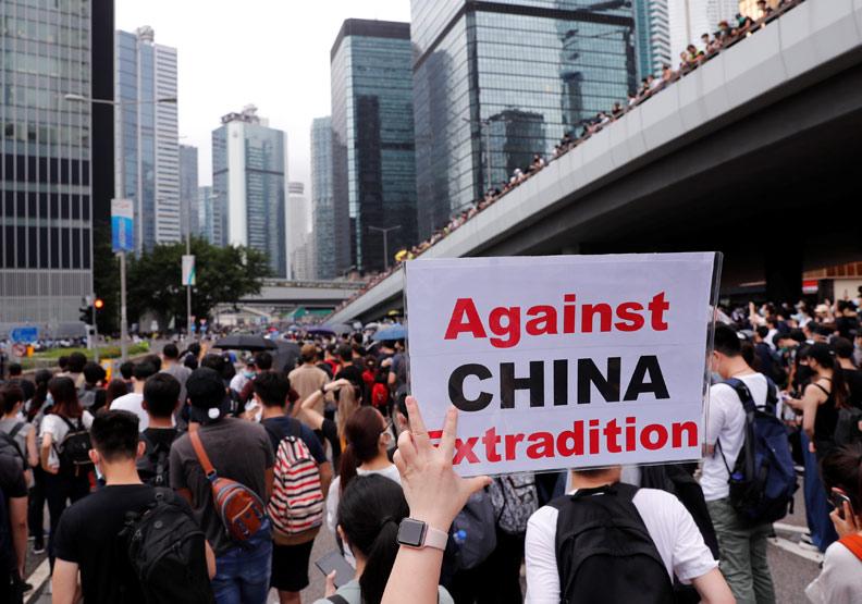 香港「反送中」掀頻繁抗爭潮,國際門戶地位恐不保?
