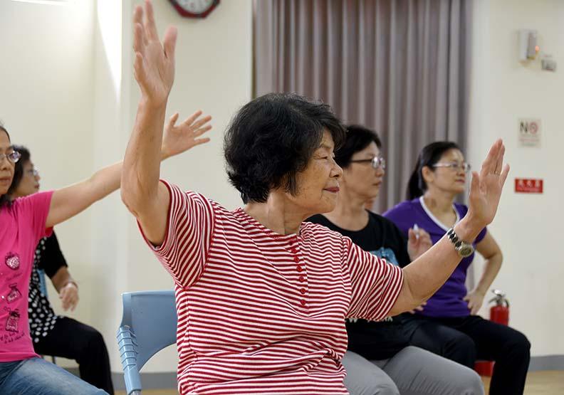帶長輩一步步往前走:肌耐力訓練運動