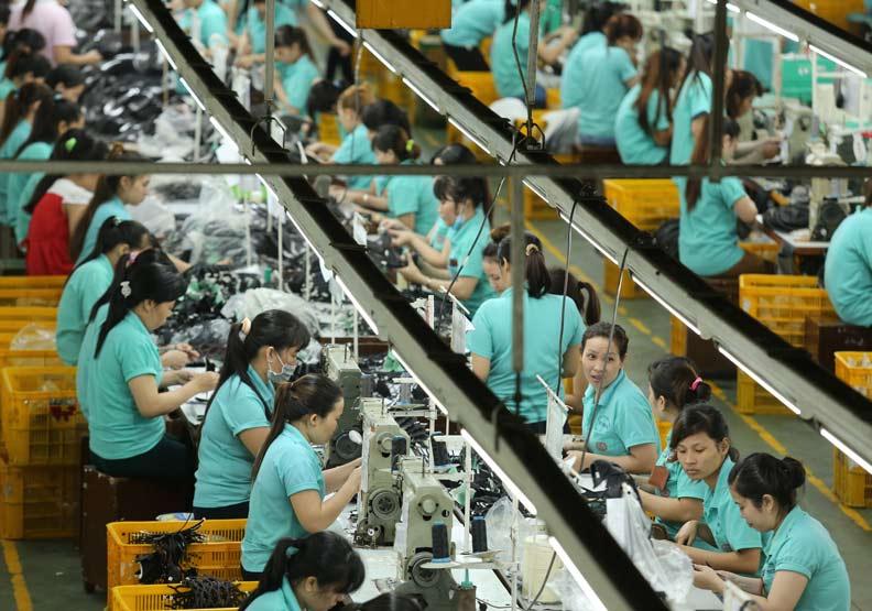 全球科技業者湧入越南設廠,台灣衣鞋廠為何反其道而行?