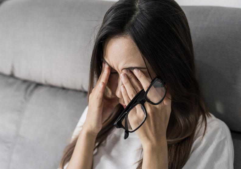 乾眼症不是單純淚水水份不夠;Shutterstock kitzcorner。