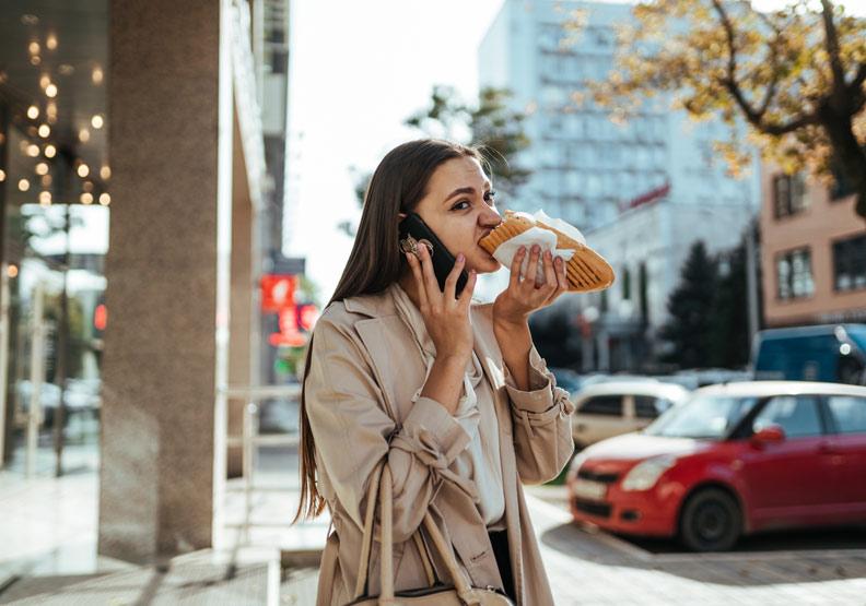先別對朋友生氣!研究:常遲到的人其實更樂觀健康