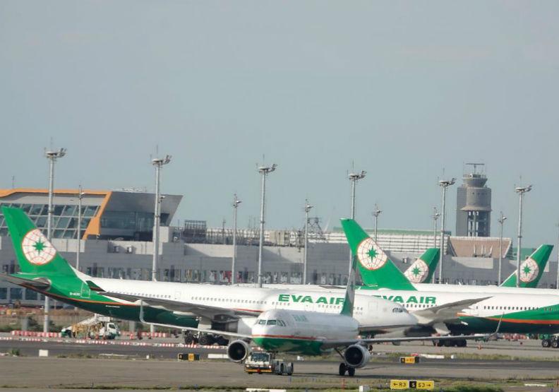 交通部憑什麼法條,要長榮航空「檢討航權」?