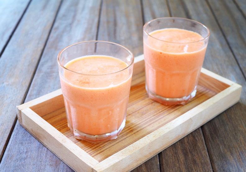 木瓜牛奶放久會結塊還變苦,原來問題出在這成分