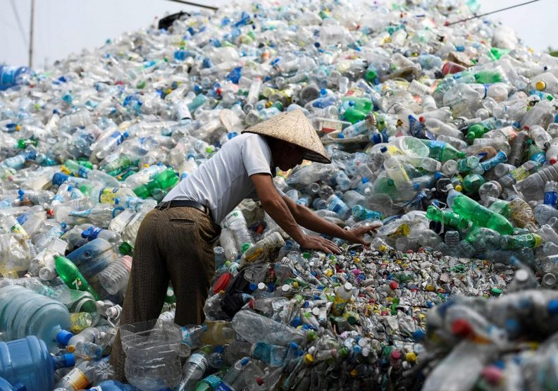 報應來了嗎?研究證實:成年人每年至少吃下5萬個塑膠微粒