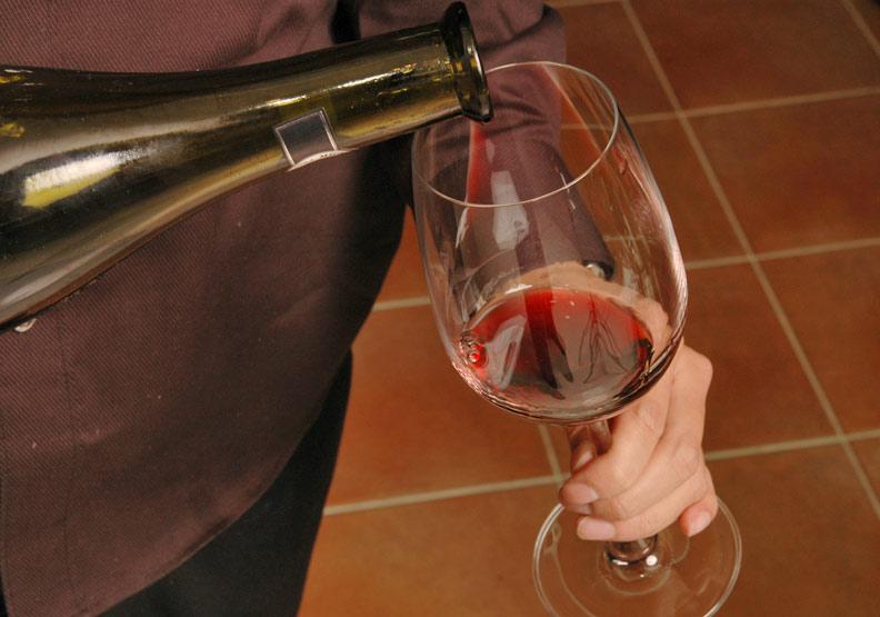 喝酒臉紅不是代謝好,醫:若貪杯食道癌風險恐增40倍