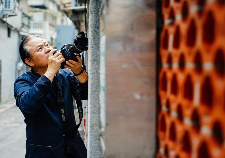 拍過三任總統的攝影名家,為何64歲要重返大膽島拍碉堡?