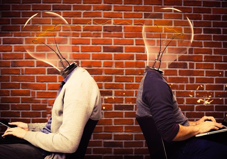 我們為什麼要「互相操縱」彼此?