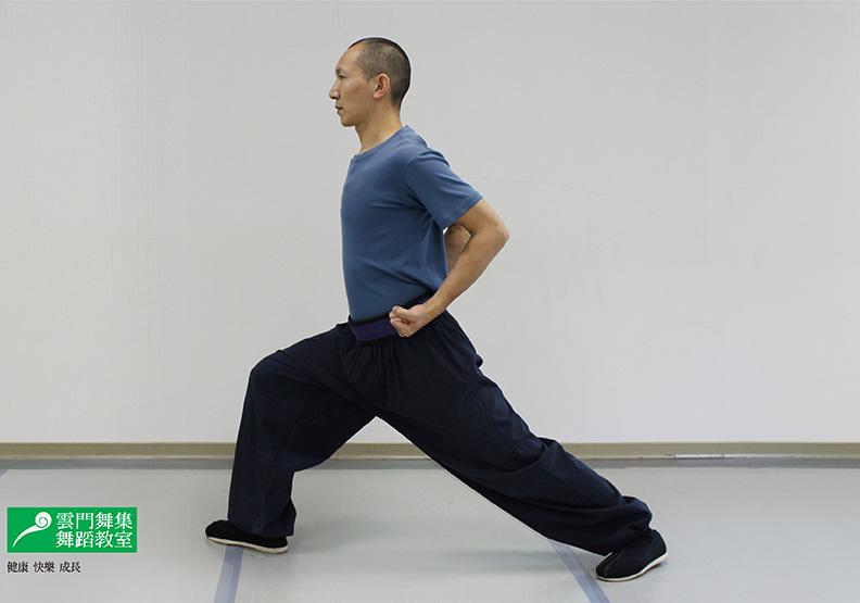 3 步做武術健身操「踢腿」,助穩定骨盆、訓練平衡感