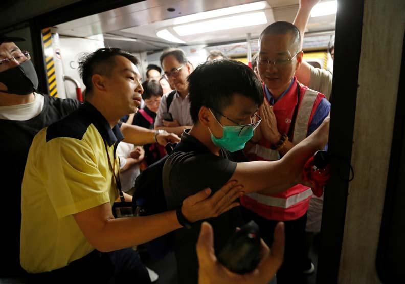 香港三罷癱瘓陸空 林鄭怒斥「搞革命」