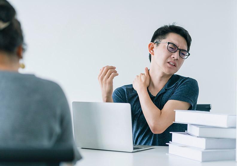 偏頭痛永遠好不了?醫學瑜伽伸展帶你遠離慢性頭痛