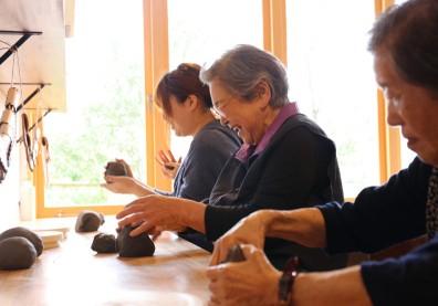日本銀木犀:打造失智樂園,找回生命對等的關係