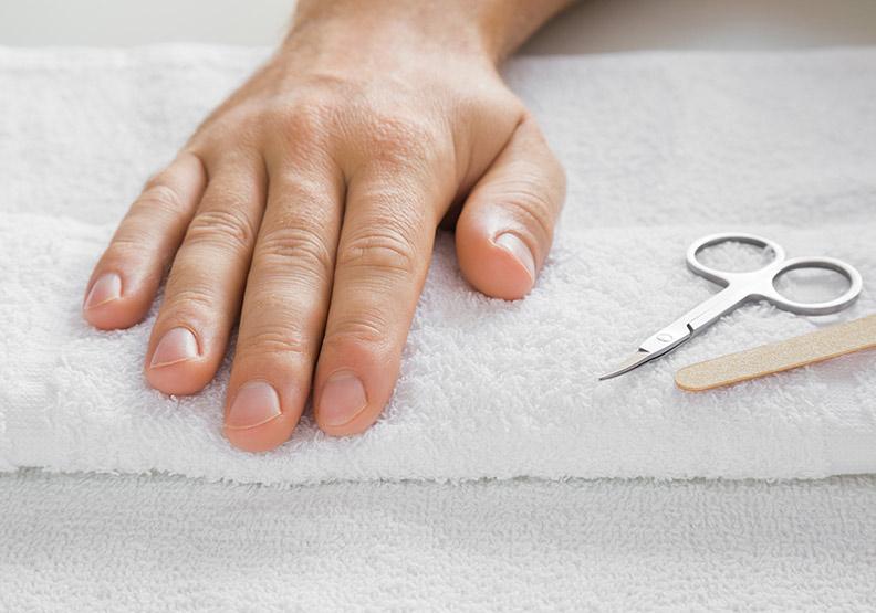 剪指甲學問大,中壯年、銀髮族修剪方式大不同!