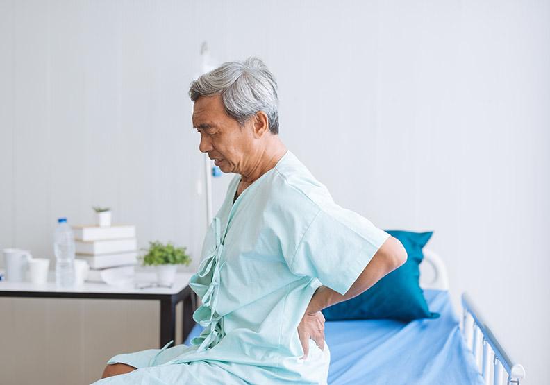 每年6萬人因骨鬆致脊椎骨折,新選擇EVA手術助骨力