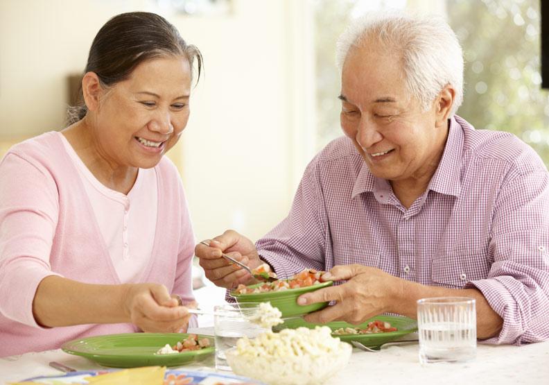 優質飲食有助於降低罹患阿茲海默症的風險。取自shutterstock