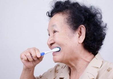 做好牙齒護理,居然能使失智患者的大腦恢復活力