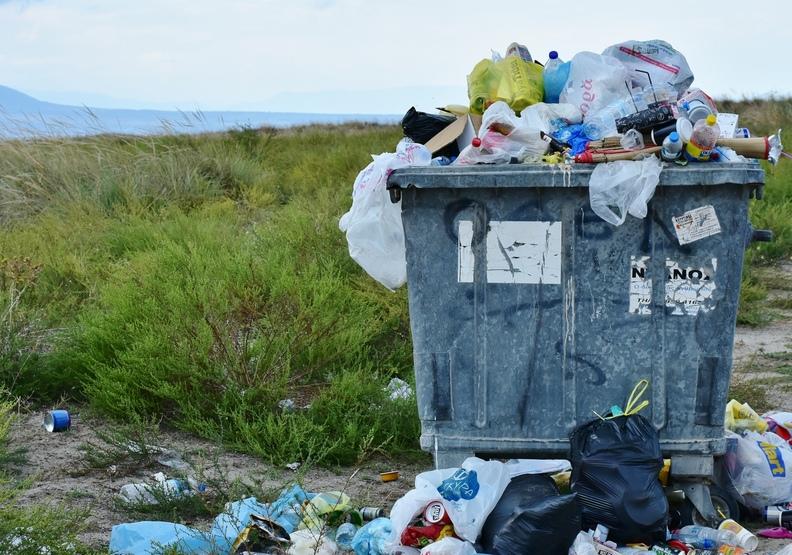 塑膠汙染遺臭萬年!研究證實:空無一人的山頂和海溝都有塑膠垃圾